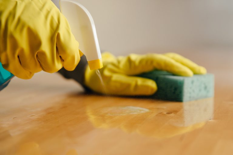 spaying-cleaner-on-wood_4460x4460