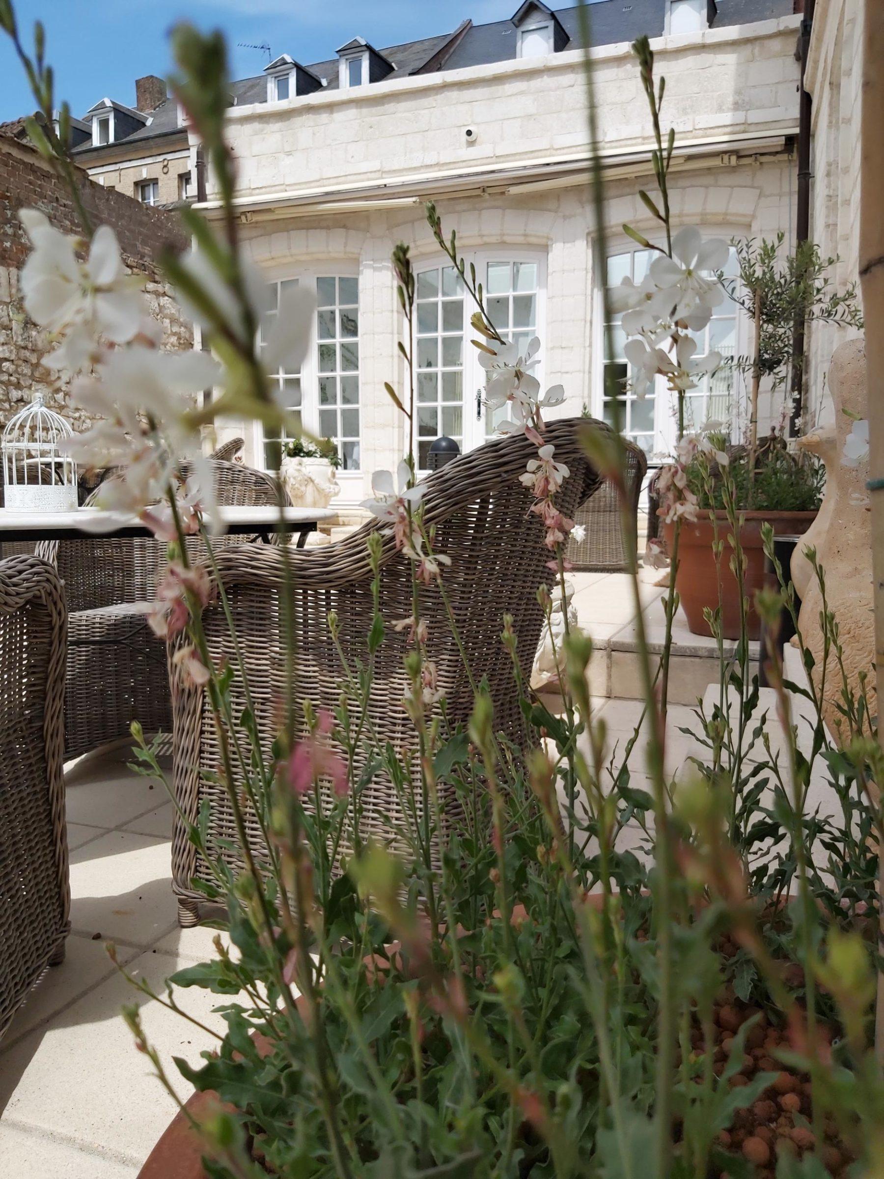 Détail de la terrasse de l'Hôtel Jean de Bruges